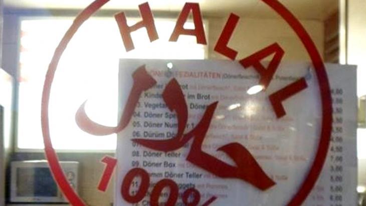 Türkischer Lebensmittelladen bietet Halal-Waren an; Foto: DW/S. Soliman