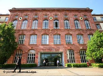 Das Hörsaalgebäude der Johann Wolfgang Goethe-Universität in Frankfurt am Main; Foto: dpa/picture-alliance