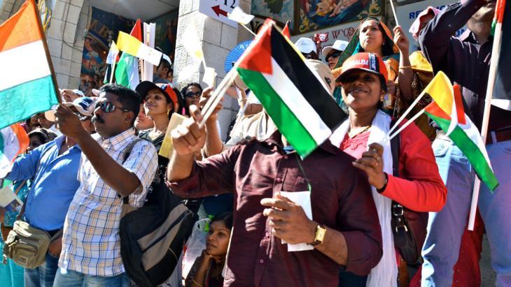 Palästinenser heißen Papst Franziskus in Bethlehem willkommen; Foto: DW/K. Shuttleworth