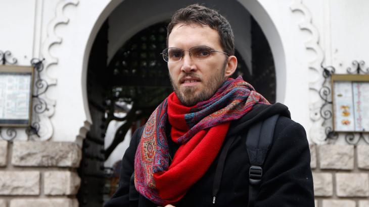 Ludovic-Mohamed Zahed vor Europas erster schwulenfreundlichen Moschee in Paris; Foto: Reuters
