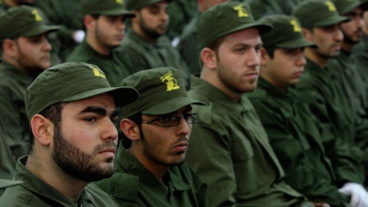 Hisbollah-Kämpfer in einem Vorort von Beirut, Foto: picture-alliance/AP