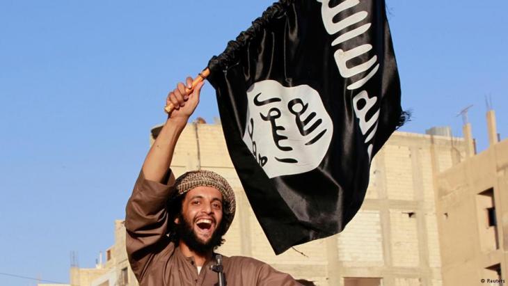 ISIS-Kämpfer bei einer Parade im syrischen Raqqa; Foto: Reuters