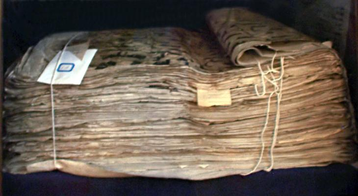 """""""Der Koran aus Samarkand"""", alte Koranhandschrift, die angeblich auf den Kalifen Uthman zurückgeht; Foto: Creative Commons"""