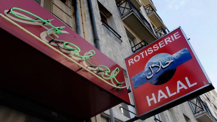 A halal butcher shop in Paris (photo: Michel Euler/AP/dapd)