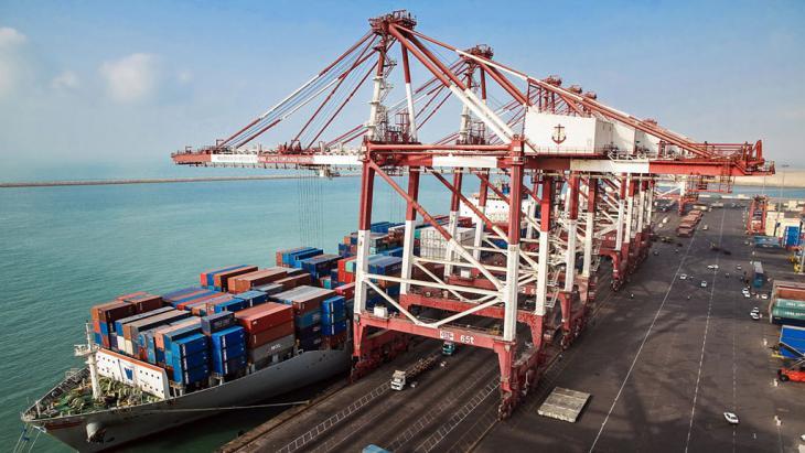 Das erste Container Schiff nach Lockerung der Sanktionen; Foto: IRNA