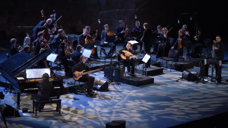 Anouar Brahem und sein Ensemble; Foto: Fethi Belaid/AFP/Getty Images