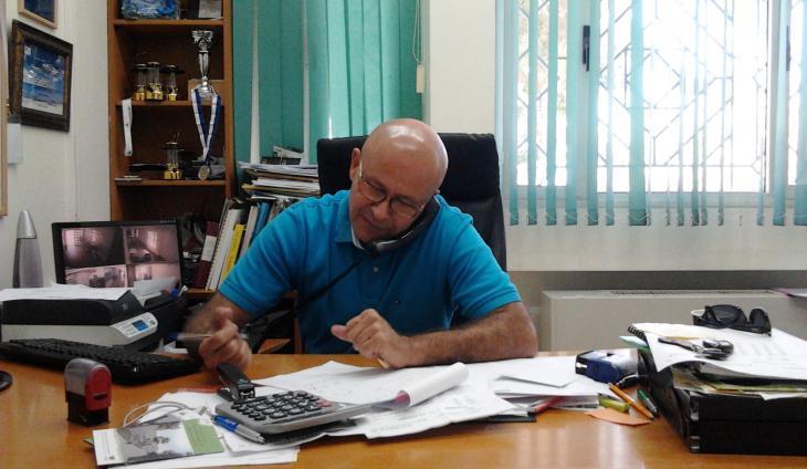 Ibrahim Abu Shandi vom Gemeindezentrum in Jaffa in seinem Büro; Foto: Ulrike Schleicher
