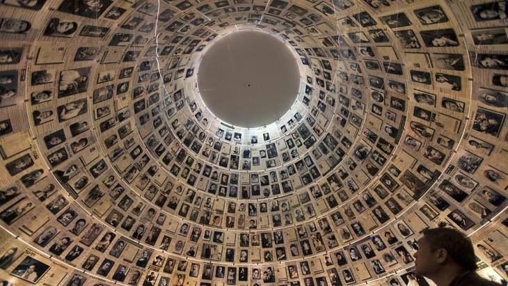 "Die ""Hall of Names"" im Yad Vashem in Jerusalem; Foto: Mrnrhem Kahana/AFP/Getty Images"
