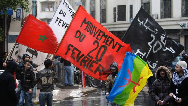 Anhänger der Bewegung 20. Februar demonstrieren im November 2011 in Casablanca gegen die marokkanische Regierung; Foto: AP
