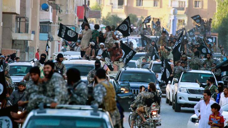 Die syrische Stadt Raqqa nach der Einnahme durch Einheiten des IS; Foto: dpa/AP Photo/Raqqa Media Center of the Islamic State