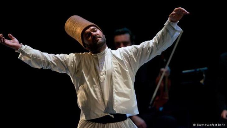 Ein Derwisch-Tänzer der Mevlevi-Brüderschaft; Foto: Beethovenfest Bonn