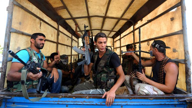 FSA-Kämpfer im Salaheddin-Viertel von Aleppo; Foto: picture alliance /abaca
