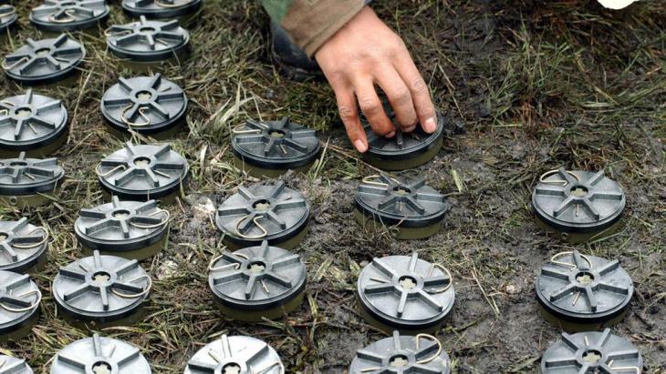 Symbolbild Entfernung und Vernichtung von Anti-Personen-Minen; Foto: dpa/picture-alliance