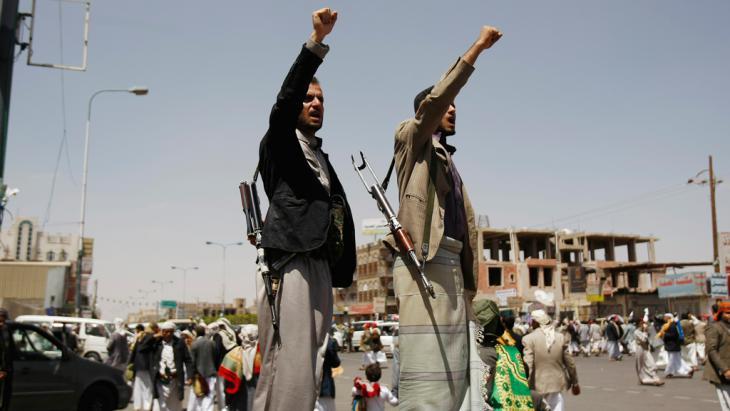 Schiitische Huthi-Rebellen bei einer Demonstration gegen die Regierung in Sanaa am 19. September 2014; Foto: picture-alliance/AP