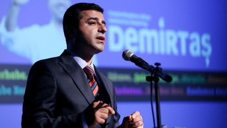 """Selahattin Demirtaş  von der """"Demokratischen Partei der Völker"""" (HDP); Foto: dpa"""