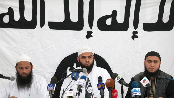 Anhänger der tunesischen Ansar al-Scharia; Foto: picture-alliance/AP