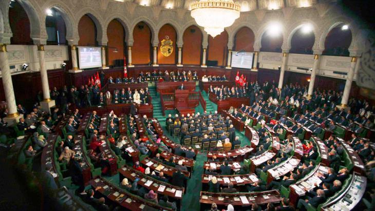 Tunesiens verfassungsgebende Versammlung beschließt am 7. Februrar 2014 eine neue Verfassung; Foto: Reuters/Zoubeir Souissi