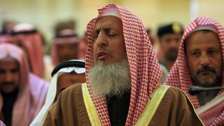 Saudi-Arabiens Großmufti Abd al Aziz Al Sheikh (Mitte) in Riad; Foto: AFP/Getty Images/H. Ammar