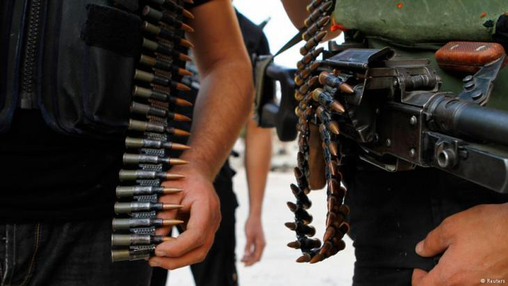Syrische Rebellen mit Patronengürtel; Foto: Reuters