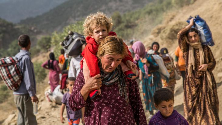 Jesidische Flüchtlinge im Sindschar-Gebirge; Foto: picture-alliance/abaca/Depo Photos
