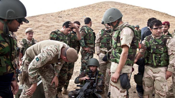 Britische Truppen bei der Ausbildung von kurdischen Peschmerga-Kämpfern; Foto: Sebastian Meyer