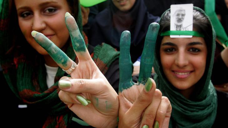 Proteste gegen die Wiederwahl Ahmadinedschads in Teheran 2009; Foto: Atta Kenare/AFP/Getty Images