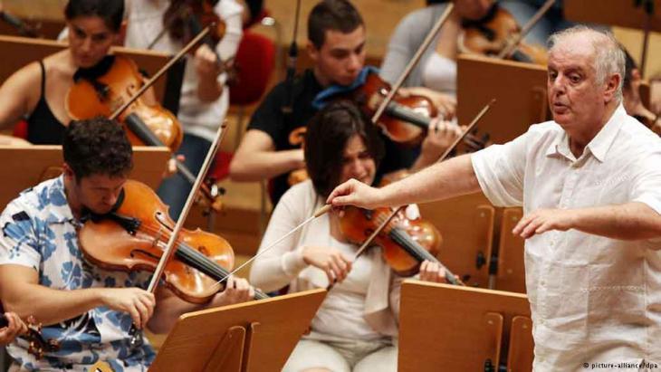 .Dirigent Barenboim und das West-Eastern Divan Orchester 2011 in Köln; Foto: dpa/picture-alliance