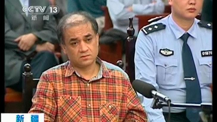 Prozeß gegen Regimekritiker und Wirtschaftswissenschaftler Ilham Tohti in Urumqi; Foto: Reuters/CCTV via Reuters TV