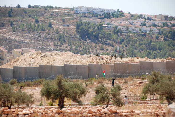 Proteste von Palästinensern aus Bil'in gegen den Sperrwall und die israelsiche Siedlungspolitik; Foto: Laura Overmeyer