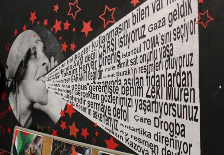 Plakat Verkaufsladen Kazova im Istanbuler Stadtteil Bomonti, Foto: Ekrem Güzeldere