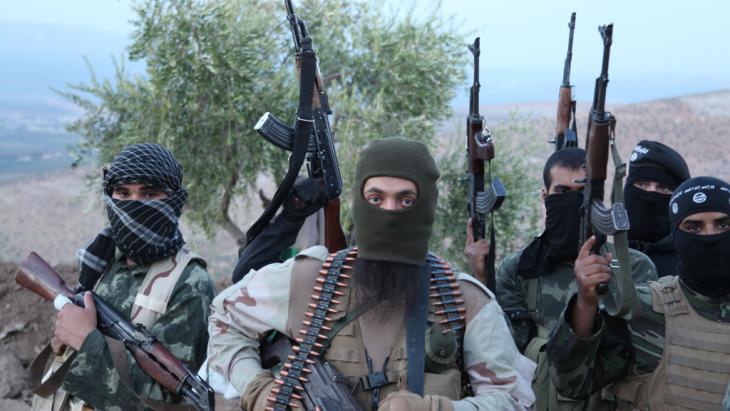 IS-Kämpfer bei Aleppo, Syrien; Foto: picture alliance/ZUMA Press/M. Dairieh