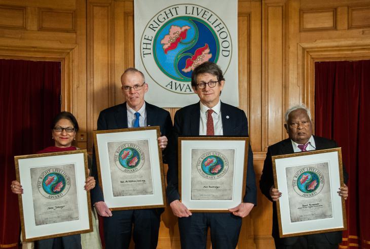 Von links nach rechts: Asma Jahangir, Bill McKibben, Alan Rusbridger und Basil Fernando; Foto: Wolfgang Schmidt/Right Livelihood Award Foundation