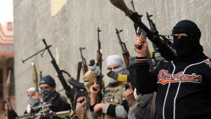 Bewaffnete Sunniten in Falludscha; Foto: dpa/picture-alliance