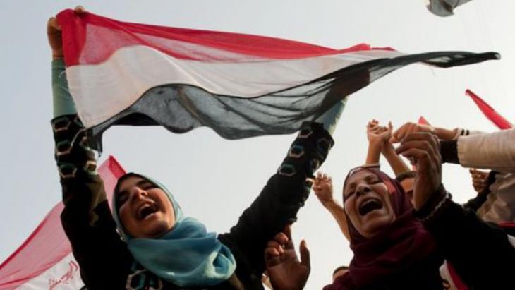 Jubelnde Ägypterinnen nach dem Sturz Mubaraks auf dem Tahrir-Platz in Kairo; Foto: Pedro Ugarte/AFP/Getty Images