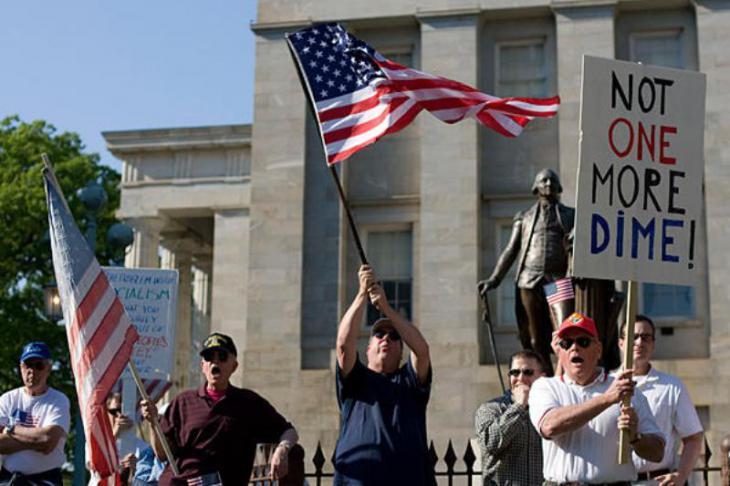 Anhänger der rechtspopulistischen Tea Party während einer Demonstration; Foto: AP