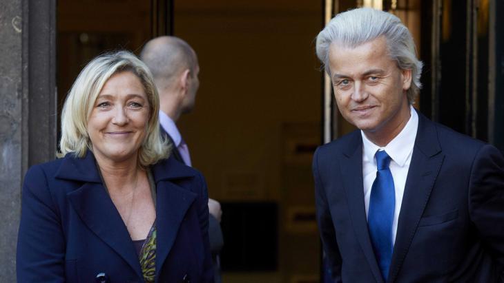 Geert Wilders (r.) gemeinsam mit FN-Chefin Marine Le Pen; Foto: picture-alliance/dpa