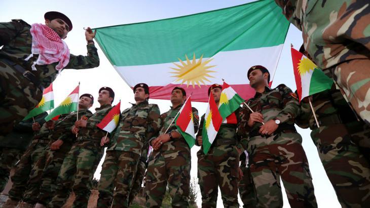 Zeremonie von Peschmerga-Kämpfern in der Nähe von Erbil; Foto: Safin Hamed/AFP/Getty Images