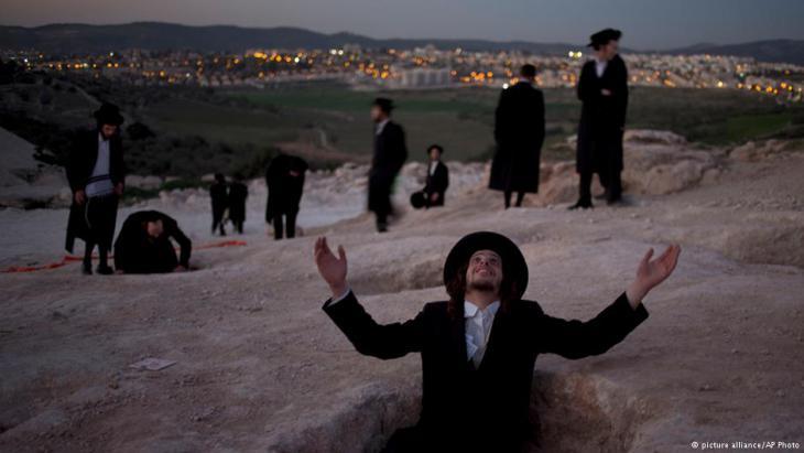 Orthodoxe Juden wehren sich gegen die Bebauung einer religiös bedeutenden Stätte.