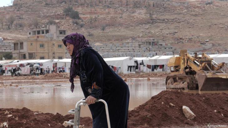 Syrerin Samar muss alleine ihre Familie versorgen; Foto: Juliane Metzker