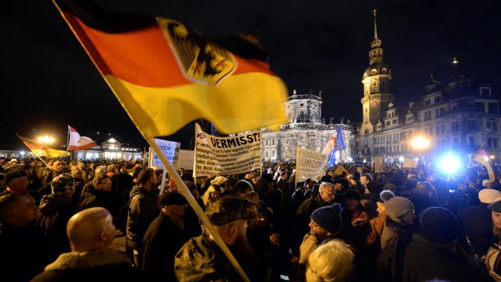 Pegida-Kundgebung in Dresden, Foto: picture-alliance/dpa/Hendrik Schmidt
