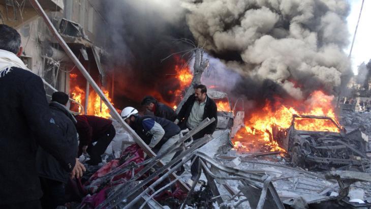 Explosion von Fassbomben durch syrische Kampfjets in Aleppo; Foto: Getty Images