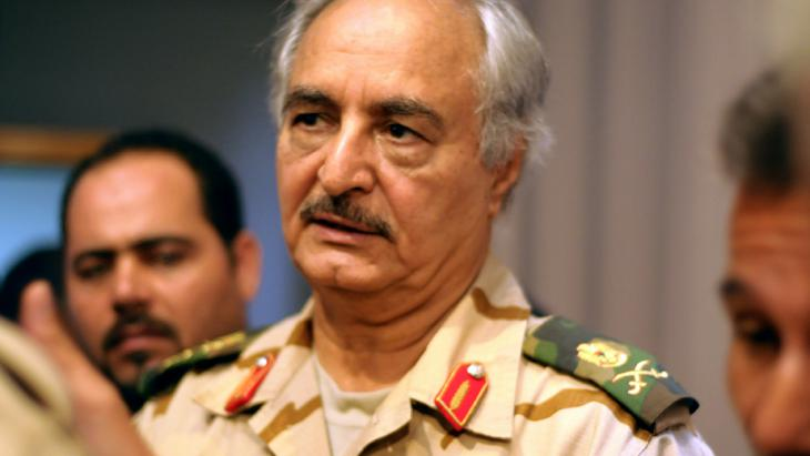 Der abtrünnige Armeegeneral Khalifa Haftar, Foto: picture-alliance/dpa