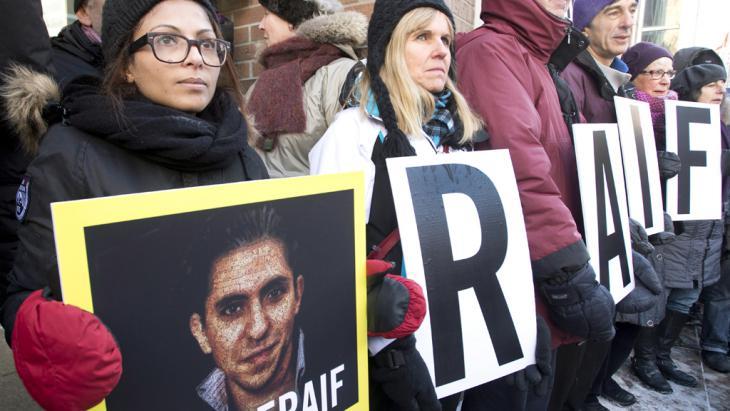 Ensaf Haidar, die Frau vom Blogger Raif Badawi beim Protest in Montreal; Foto: picture alliance/empics