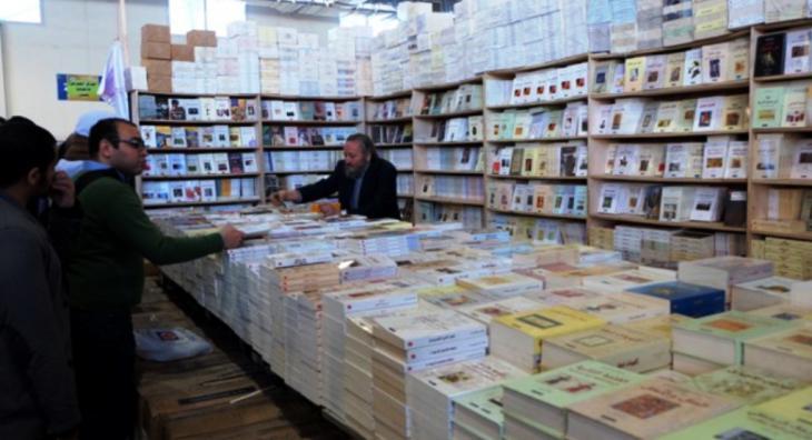 Der Verleger Khalid Al-Maaly am Messestand des Al-Kamel Verlags; Foto: Amira El Ahl