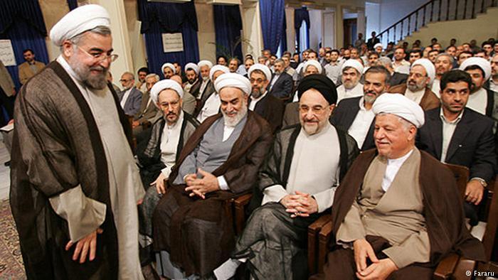 Iranischer Ex-Präsident Khatami neben Ajatollah Rafsandschani und anderen iranischen Würdenträgern; Foto: Fararu