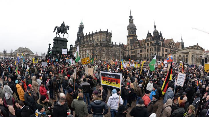 Pegida-Demo in Dresden, Foto: picture-alliance/dpa/A. Burgi