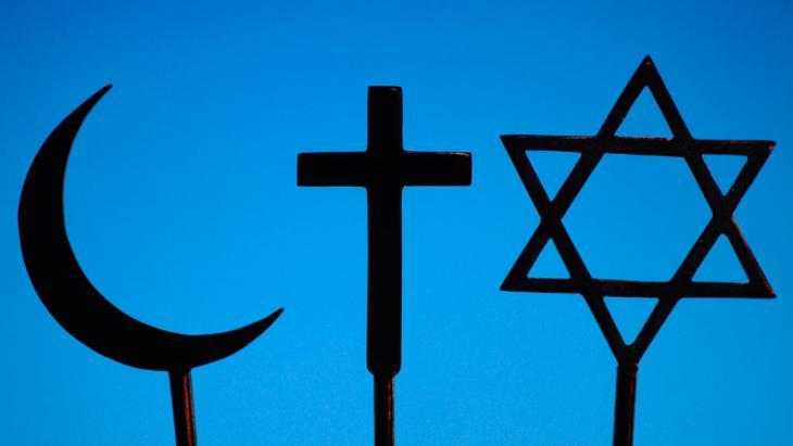 Symbolbild Christentum Judentum Islam; Foto: picture alliance /Godong/Robert Harding