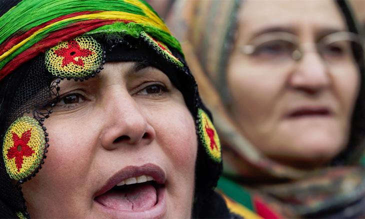 Kurden protestieren für kulturelle Autonomierechte; Foto: epa/dpa