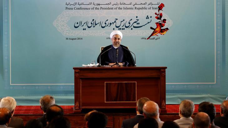 Irans Präsident Hassan Rohani während einer Pressekonferenz in Teheran; Foto: dpa/picture-alliance