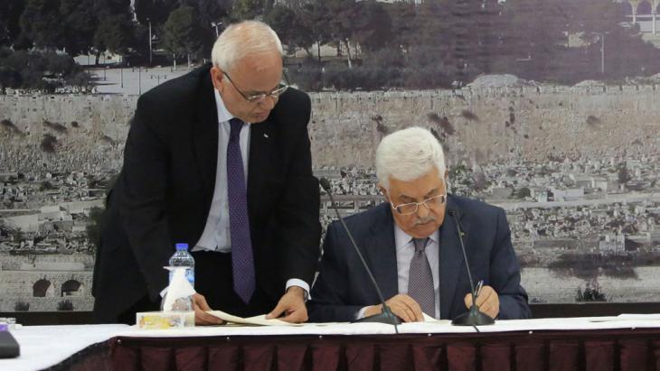 Palästinenserpräsident Mahmoud Abbas unterzeichnet Statut zum IStGH am 31. Dezember 2014